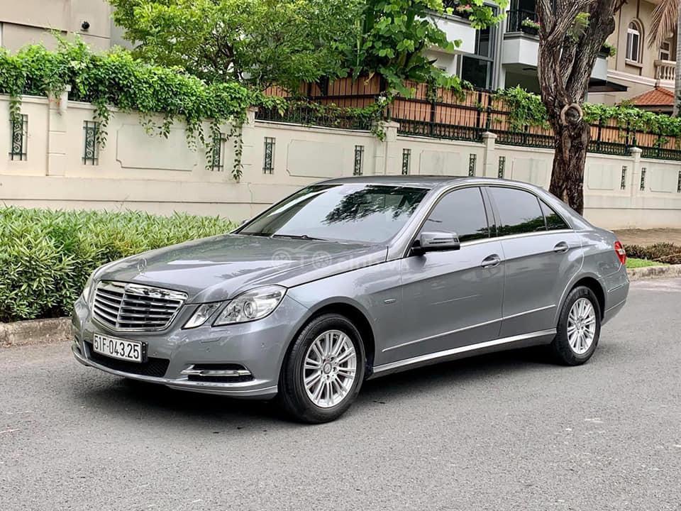 Mercedes E200 Blue Efficiency model 2012